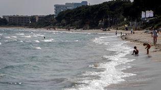 La plage de Muro, à Majorque, en Espagne, le 2 avril 2021. (CLARA MARGAIS / DPA / AFP)