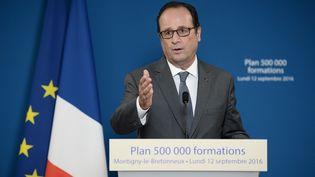 François Hollandeà Montigny-le-Bretonneux (Yvelines), le 12 septembre 2016. (STEPHANE DE SAKUTIN / AFP)