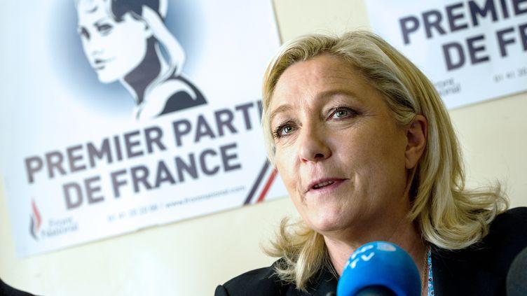 La présidente du Front national, Marine Le Pen, lors d'une conférence de presse à Doullens (Somme), le 5 mars 2015. (PHILIPPE HUGUEN / AFP)