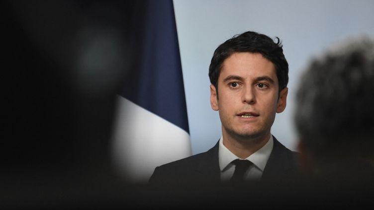 Le porte-parole du gouvernement, Gabriel Attal, lors d'un compte-rendu du Conseil des ministres, à Paris, le 24 février 2021. (ALAIN JOCARD / AFP)
