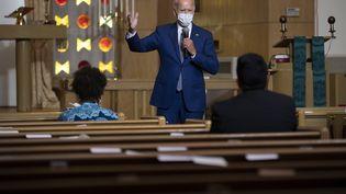 Lecandidat démocrate à la présidentielle, Joe Biden, dans une église de Kenosha (Wisconsin). (JIM WATSON / AFP)
