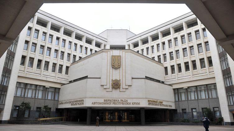 Le Parlement de Crimée, à Simferopol (Ukraine), le 2 mars 2014. (GENYA SAVILOV / AFP)