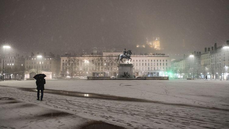 La ville de Lyon (Rhône) sous la neige, le 12 février 2021. (ANTOINE MERLET / HANS LUCAS / AFP)