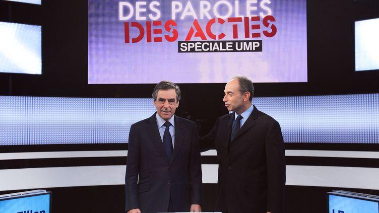 """François Fillon (G) et Jean-François Copé, sur le plateau de l'émission """"Des paroles et des actes"""" sur France 2, le 25 octobre 2012. (MIGUEL MEDINA / AFP)"""