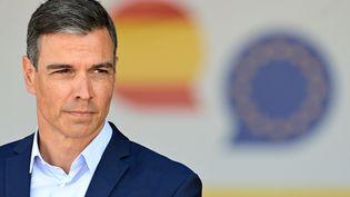 Le Premier ministre espagnol, Pedro Sanchez, lors d'une conférence de prsse àTorrejón de Ardoz, en Espagne, le 21 août 2021. (JAVIER SORIANO / AFP)