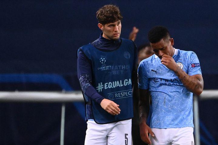 John Stones etGabriel Jesus déçus après la défaite contre Lyon enquart de finale de la Ligue des champions, le 15 août 2020 (FRANCK FIFE / AFP)