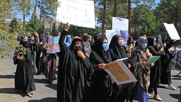 Des Afghanes manifestent pour leur droit à Herat, en Afghanistan, le 2 septembre 2021. (AFP)