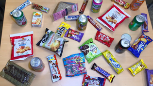 Des produits issus d'un distributeur automatique de la rédaction de franceinfo.fr. (FRANCEINFO)