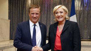Nicolas Dupont-Aignan et Marine Le Pen officialisent leur accord de gouvernement, samedi 29 avril 2017 à Paris, au cours d'une conférence de presse commune. (GEOFFROY VAN DER HASSELT / AFP)
