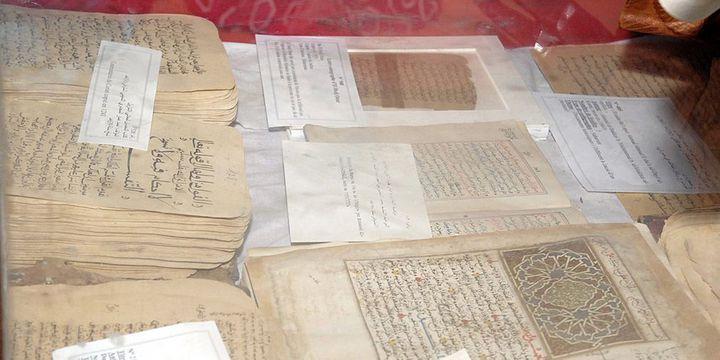 Des manuscrits anciens à l'Institut Ahmed Baba de Tombouctou, en mai 2010  (Habib Kouyate / AFP)