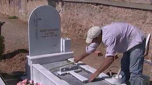 Faute d'argent, certains Grecs sont obliger de sacrifier leurs obsèques. (CAPTURE D'ÉCRAN FRANCE 3)