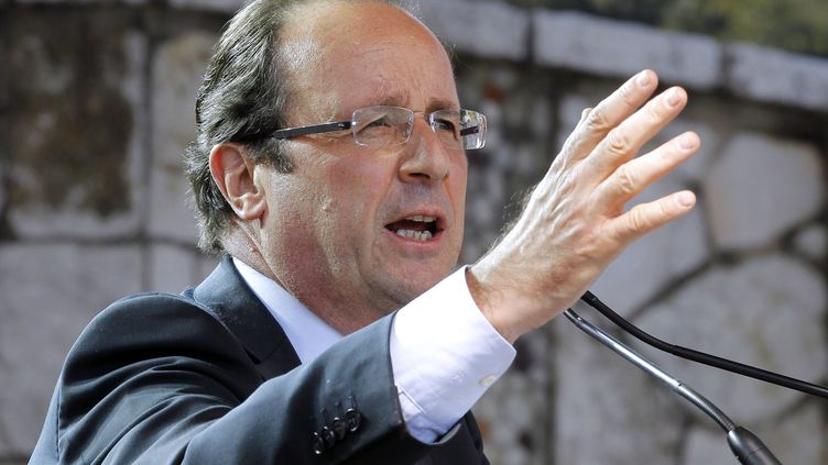 François Hollande en meeting à Nice (Alpes-Maritimes), mercredi 28 mars 2012. (PATRICK KOVARIK / AFP)