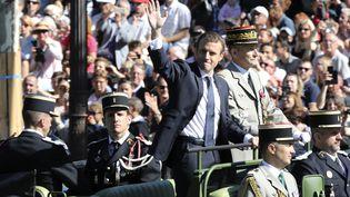 Emmanuel Macron et le général de Villiers lors du défilé du 14 juillet 2017 sur les Champs-Élysées. (LUDOVIC MARIN / POOL)