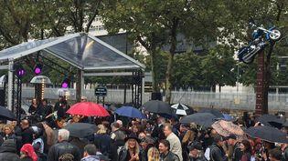Fans et bikers réunis à l'esplanade Johnny Hallyday le 14 septembre 2021 (FRANCE TELEVISIONS)