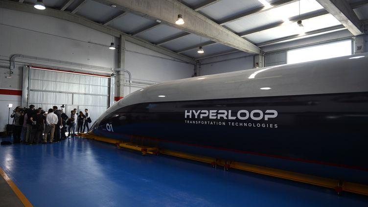 Une capsule Hyperloop présentée àEl Puerto de Santa(Espagne), le 2 octobre 2018. (CRISTINA QUICLER / AFP)
