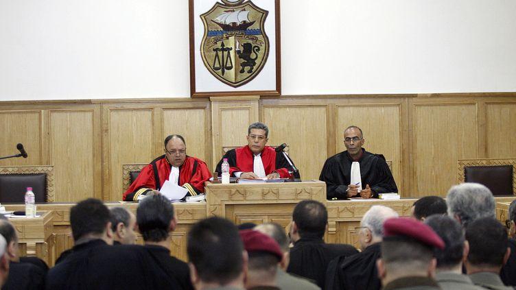 Dans le tribunal militaire qui juge l'ancien président tunisien Ben Ali, le 1er février 2012, à Tunis (Tunisie). (SALAH HABIBI / AFP)