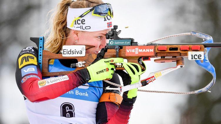 Marte Olsbu Roeiseland a remporté la poursuite 10km de la Coupe du monde de biathlon à Ostersund samedi 20 mars 2021.  (ANDERS WIKLUND / TT NEWS AGENCY)