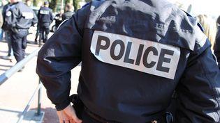 Des policiers à Grasse (Alpes-Maritimes), le 28 février 2012. (VALERY HACHE / AFP)