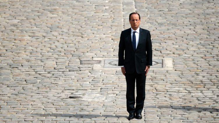 Le président François Hollande préside une cérémonie d'hommage aux quatre soldats français tués en Afghanistan le 9 juin 2012, dans la cour d'honneur des Invalides à Paris, le 14 juin 2012. (MARTIN BUREAU / AFP)