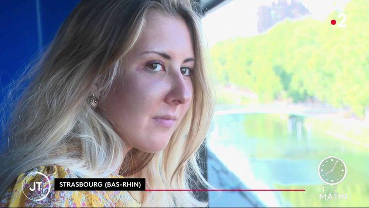 Élisabeth a été agressée, vendredi 18 septembre à Strasbourg (Bas-Rhin), parce qu'elle portait une jupe. (France 2)