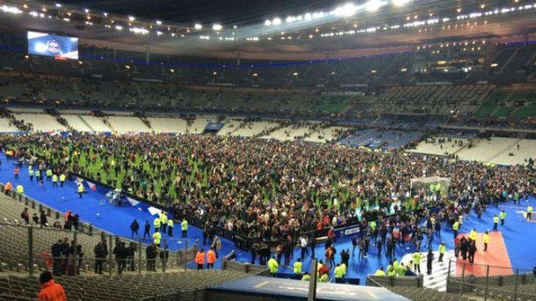 Le Stade de France en cours d'évacuation suite aux attentats