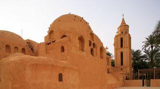 Vue du monastère copte de Saint-Pshoi à Wadi al Natrun, à l'ouest du Caire. (ORTEO LUIS / HEMIS.FR)