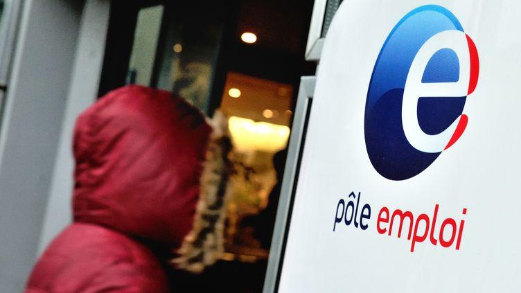 Une agence Pôle emploi àVilleneuve-d'Ascq (Nord), le 27 décembre 2013. (PHILIPPE HUGUEN / AFP)
