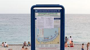 L'arrêté anti-burkini diffusé sur la plage dePonchettes à Nice le 19 août2016 (JEAN CHRISTOPHE MAGNENET / AFP)