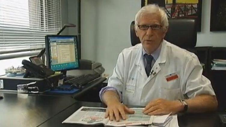 Le Pr Jean-François Bergmann, vice-président de la commission d'autorisation de mise sur le marché à l'Agence nationale de sécurité du médicament (ANSM), et chef de service de médecine interne à l'hôpital Lariboisière, le 13 septembre 2012. ( FRANCE 2)
