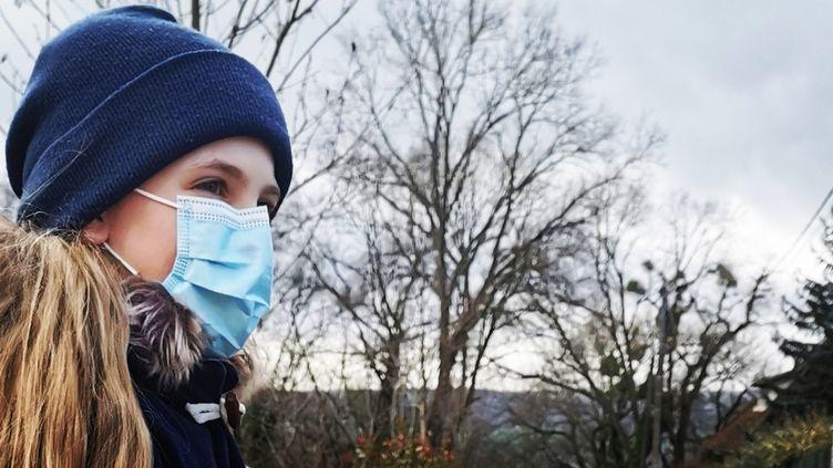 Devenu obligatoire à l'école, le masque de protection contre le coronavirus est entré dans le quotidien des enfants. Photo d'illustration. (C.M / RADIO FRANCE)