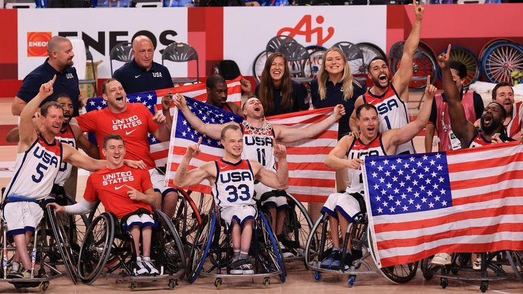 L'équipe américaine de basket - fauteuil, vainqueure du Japon en finale des jeux paralympiques de Tokyo, dimanche 5 septembre. (KOTA KAWASAKI / YOMIURI)