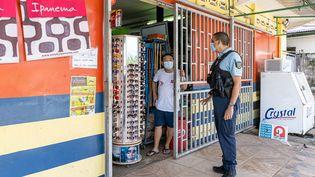 Les bars, restaurants et ambulants seront fermés en Guyane à compter du 14 mai. (JODY AMIET / AFP)
