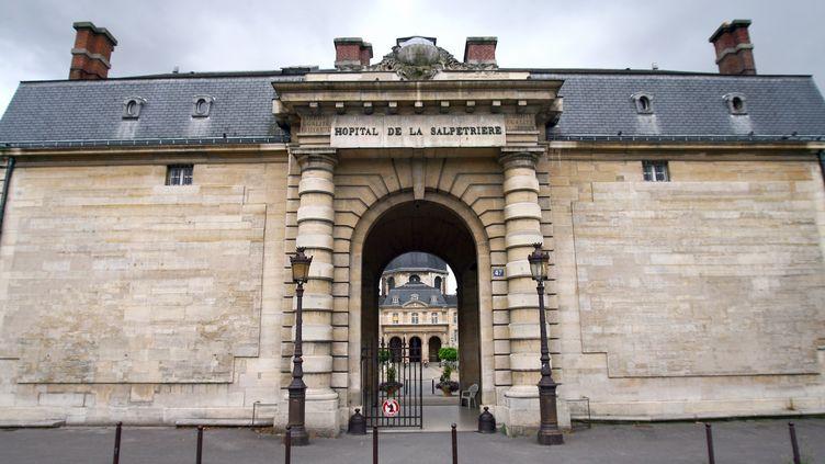 La façade de l'hôpital de la Pitié-Salpêtrière, à Paris, le 24 juillet 2009. (BENJAMIN GAVAUDO / AFP)