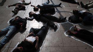 Intermittents défendant leur statut à Lyon en 2006  (MARTIN BUREAU / AFP)