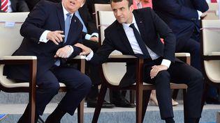 Leprésident américain Donald Trump et le président français Emmanuel Macron assistent au défilé du 14-Juillet, à Paris, en 2017. (MUSTAFA YALCIN / ANADOLU AGENCY / AFP)