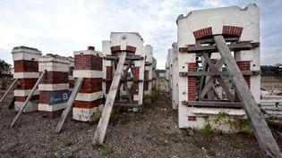 Vestiges de l'entrée de l'usine AZF, en 2010. (REMY GABALDA / AFP)