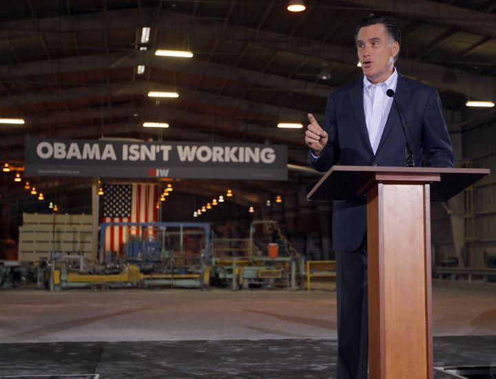 Mitt Romney dans son contre-discours sur l'état de l'Union de Barack Obama, le 24 janvier 2012 à Tampa, en Floride (Etats-Unis). (BRIAN SNYDER / REUTERS)
