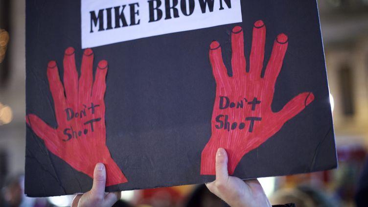 """A Philadelphie, hommage à Mike Brown, l'adolescent tué à Ferguson. Et ce cri : """"ne tirez pas !"""" (MARK MAKELA / GETTY IMAGES NORTH AMERICA / AFP)"""