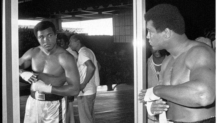 Mohamed Ali à Manille, pendant sa préparation pour le combat contre Joe Frazier en 1975 (AP/SIPA / AP)