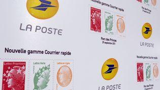 Le prix du timbre devrait substantiellement augmenter d'ici 2018, selon un document interne à La Poste, révélé le 4 juillet 2013. (ERIC PIERMONT / AFP)