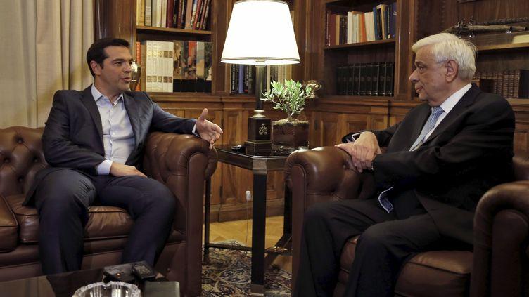 Alexis Tsipras rencontre le président grec Prokopis Pavlopoulios pour lui remettre la démission de son gouvernement, le 20 août 2015, à Athènes. ( ALKIS KONSTANTINIDIS / REUTERS)
