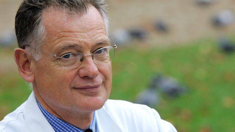 L'infectiologue François Bricaire, le 24 octobre 2005 à Paris. (JOEL SAGET / AFP)