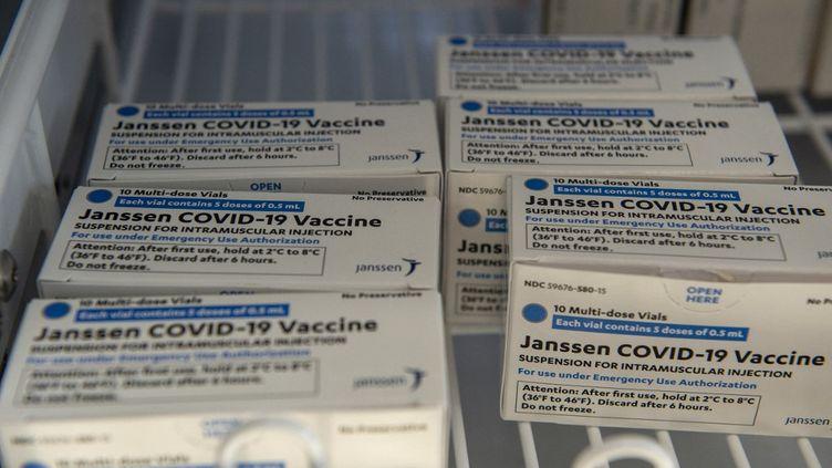 Des vaccins de Johnson & Johnson, le 4 mars 2021 à Boston, dans le Massachusetts (Etats-Unis). (JOSEPH PREZIOSO / AFP)