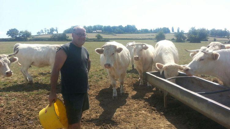(Jean-François Gautheron élève des vaches en Saône-et- Loire et a choisi la vente directe par internet pour s'affranchir des intermédiaires © RF / Mathilde Lemaire)
