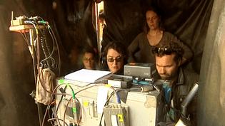 La réalisatrice Lorraine Lévy sur le tournage de son dernier téléfilm à Lille (Nord).  (Culturebox / capture d'écran)