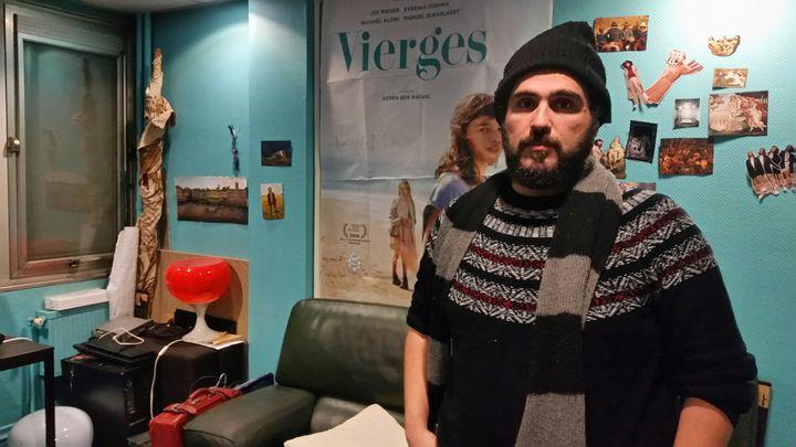 Mohamed Hijazi à l'Atelier des artistes en exil à Paris. (CHRISTIAN CHESNOT/RADIOFRANCE)