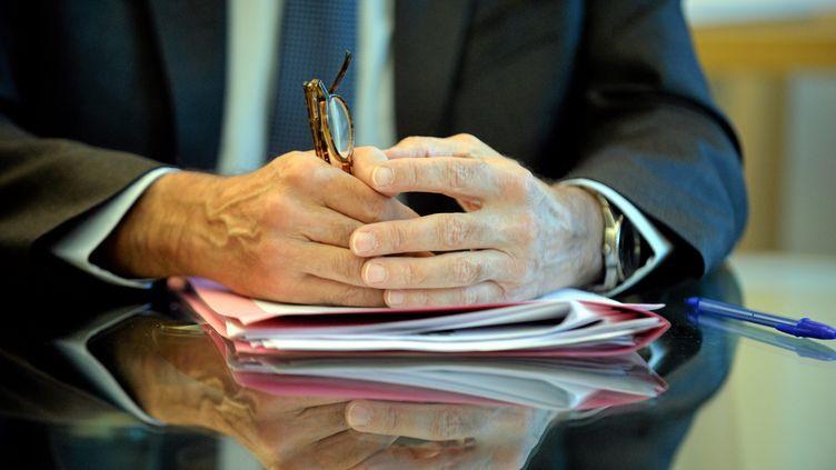 Un entretien d'embauche (image d'illustration). (MICHAEL ESDOURRUBAILH / MAXPPP)