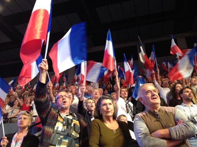 Des militants au meeting de Sarkozy à Toulon le 3 mai (NG)