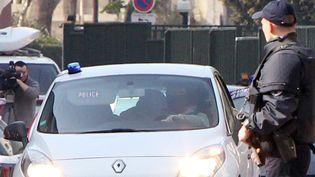 L'arrivéeà laSous-directionantiterroristedu convoi transportant Mohamed Merah et sa compagne, à Levallois-Perret (92) le 24 mars 2012. (KENZO TRIBOUILLARD / AFP)