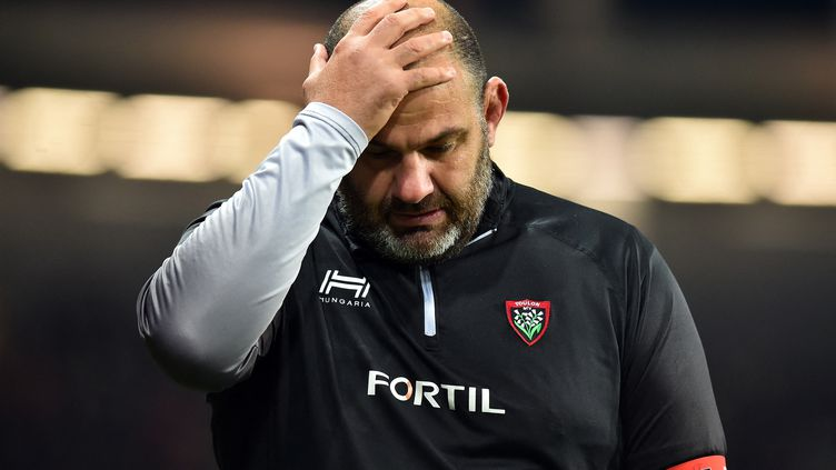 Face à Toulouse, le 29 décembre 2019, Patrice Collazo se prend la tête au moment où son équipeprend l'eau (39-0). (REMY GABALDA / AFP)